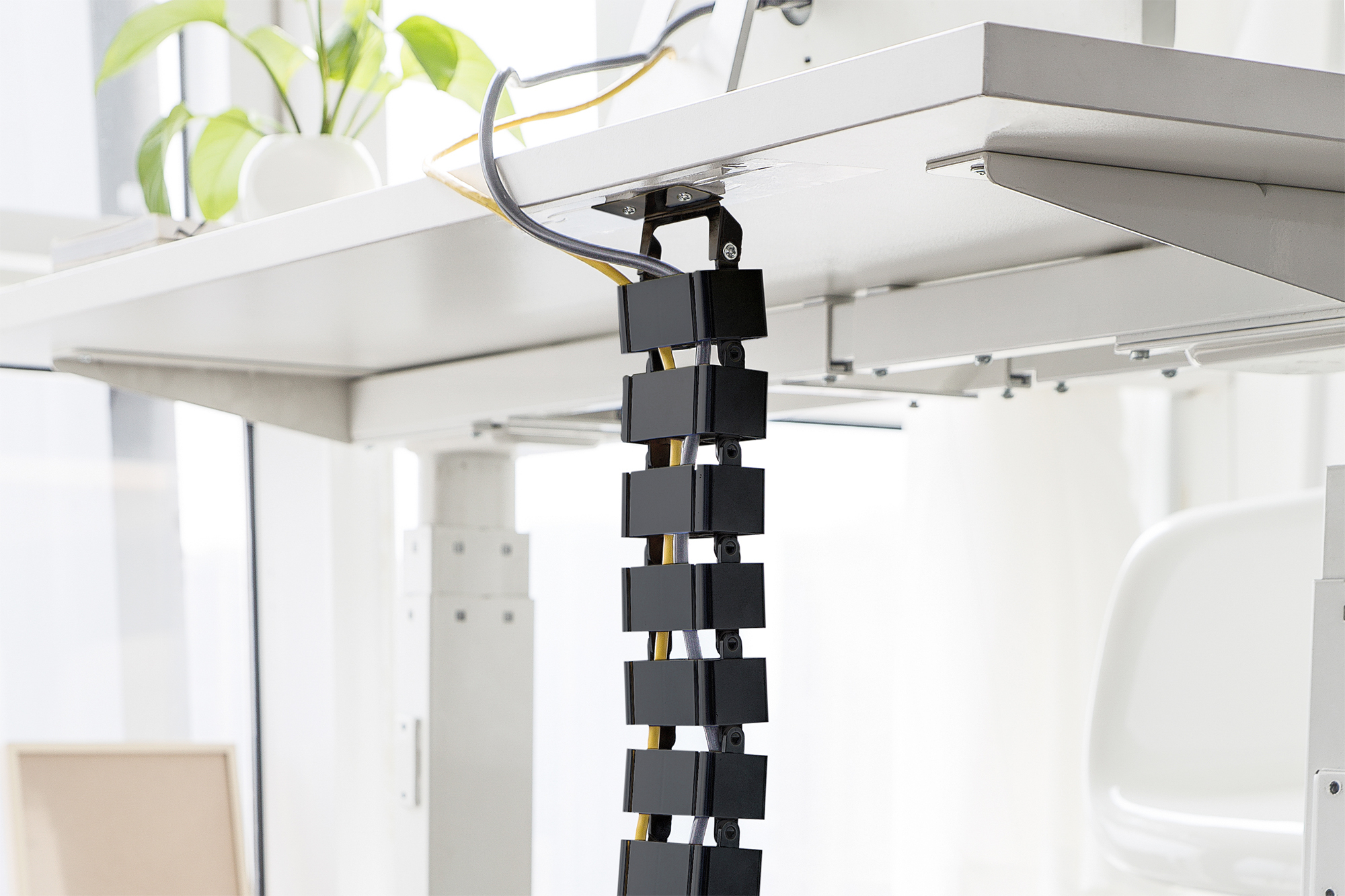 Flexible cable management